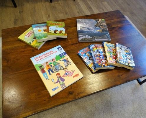 Bücher, Kinderbücher, Comics, Bildbände, Bücher mit Brailleschrift beim Kieferorthopäden in München
